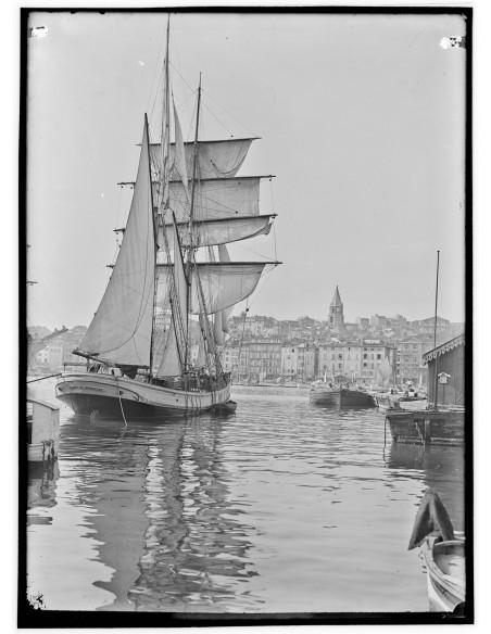 Edouard Cornet, le voilier italien Dante dans le Vieux-Port . Marseille l'Italienne